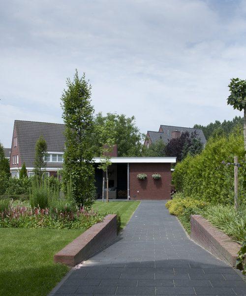 Hoveniersbedrijf & tuinontwerpstudio Xterieur. Regio Den Bosch, Eindhoven, Veghel, Uden, Tilburg, Vught, Oisterwijk voor tuinontwerp, tuinaanleg, tuinonderhoud en tuinrenovatie van stralende tuinen bij uw woning of bedrijfspand. Wij maken sinds 2005 tuinen met passie en impact!